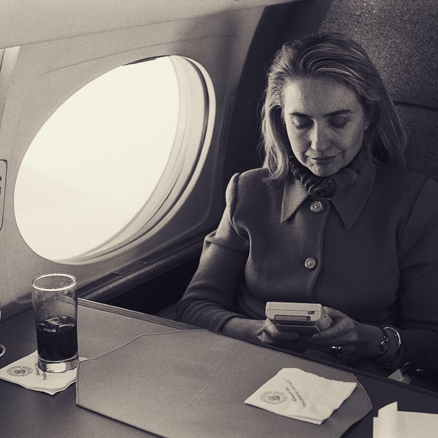 Hillary_Rodham_Clinton_playing_a_Nintendo_Game_Boy_video_game_on_the_flight_from_Austin_en_route_to_Washington,_DC